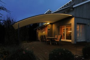 Pergola Markise gebogen mit LED-Stripes